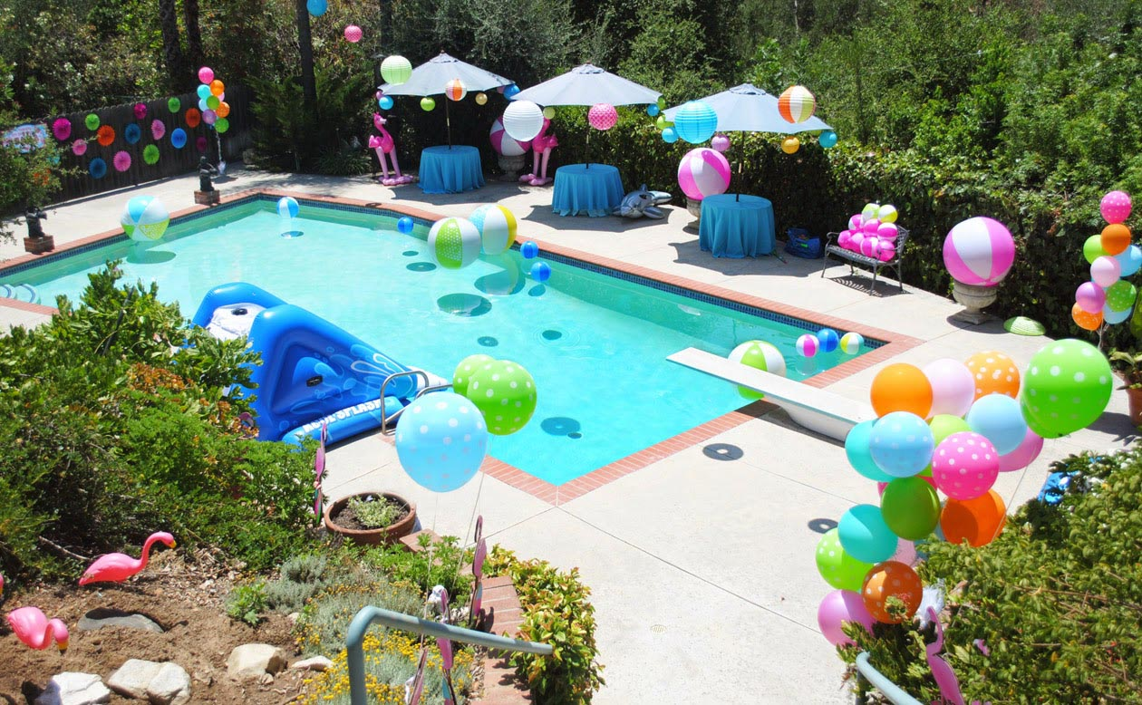 8 esenciales para organizar una pool party