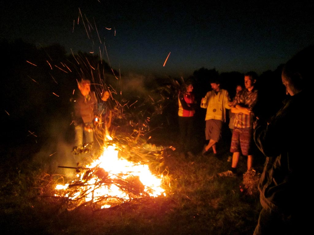 Backyard Bonfire Safety : Bonfire Party Ideas ham and peach nibbles Best Bonfire Night Recipes