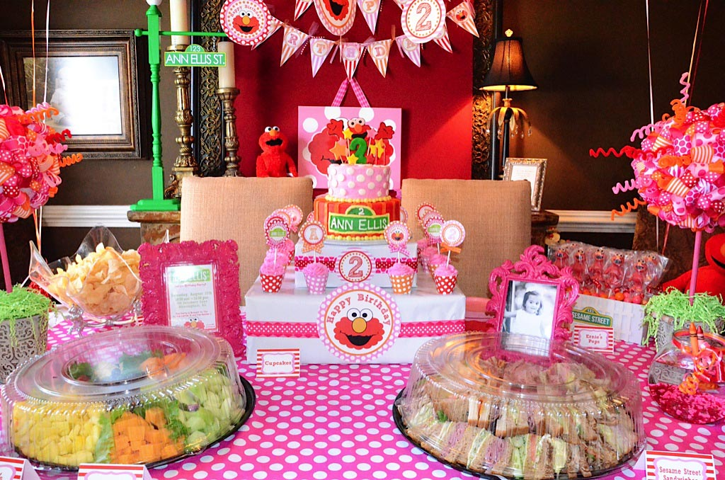 Elmo decorations for 2nd birthday party home party ideas for Home party decorations ideas