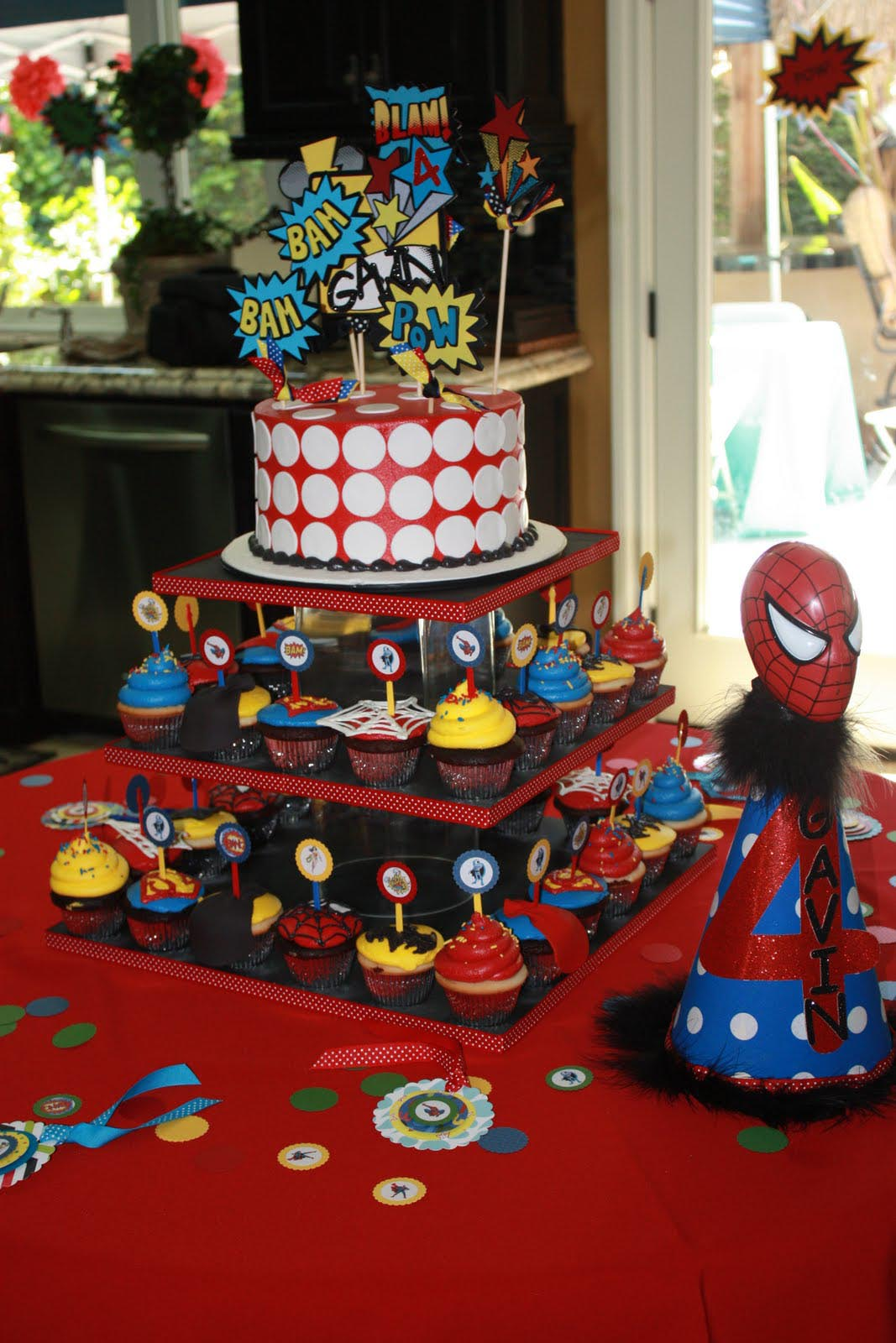 Superheroes birthday party decorations home party ideas for Home party decorations